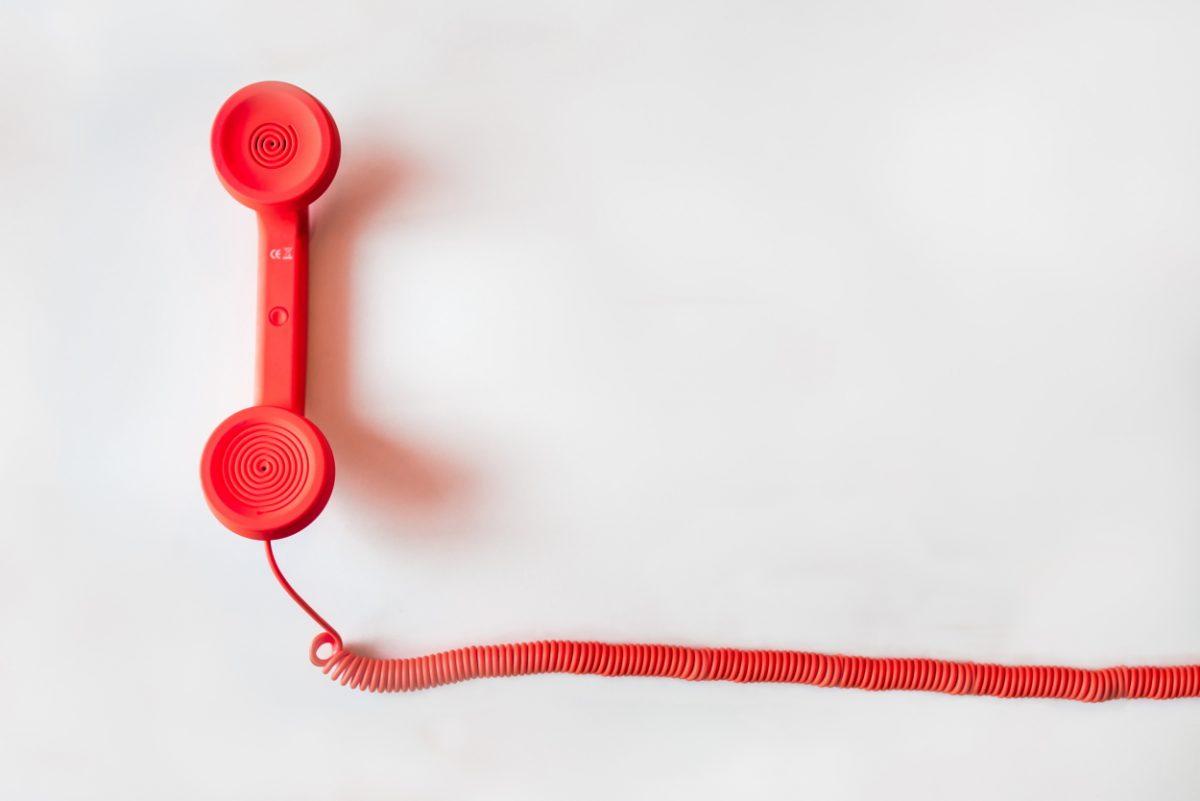 Felveszem a piros telefont…